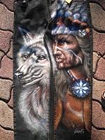 sur Jeans:les 2 jambes :une pour le loup une pour Indien...